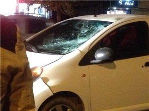 葡京网站平台六十岁妇女携孩子过马路被超车司机撞伤