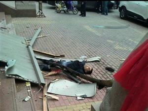 一男子在金鼎商厦跳楼身亡!