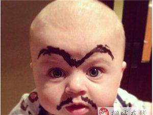 """被""""玩""""的粗眉宝宝"""
