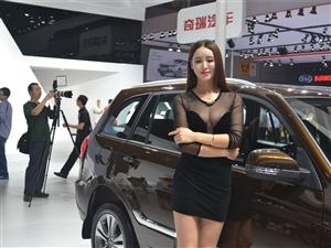 网络上爆红的最性感露乳车模现成都2014国际车展