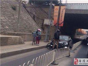 老外帮助中国人学会行车规矩!