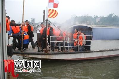 我县举行沱江渡口渡船船岸应急救援演练