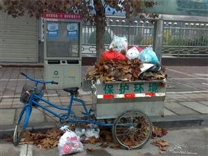 垃圾车在交警家属区门口