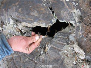路边破损井盖露出竹篾 市民担心会成夺命黑洞