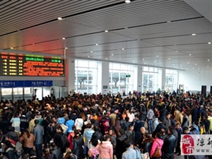 火车站脏、汽车站乱,出站拉客、遍地小贩......乌鸡Or凤凰?
