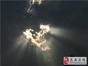 昨天下午17:00武�h上空�@�F毛主席�^像和中��地�D,全��人民都在看!