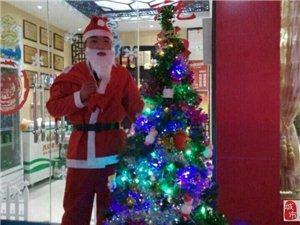 重庆德庄火锅上蔡店圣诞老人免费送礼物了