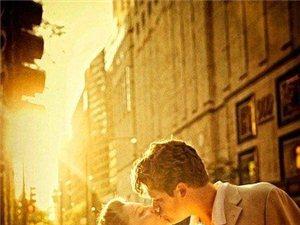 好的爱情都是不累的,无需刻意维系,也不需要过多考虑对方,它会自然生长。