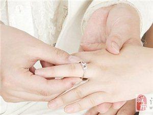新娘的手型�y看 怎�痈���手型�x婚戒
