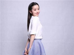 奶茶妹妹白衬衫蓝点裙 恢复清纯校园女神look