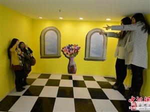 """""""3D错觉艺术馆""""给市民带来的新奇(图照)"""