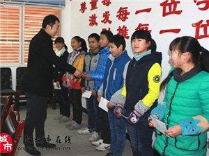 广汉市基督教会资助兴隆中学14名贫困学生(图片)