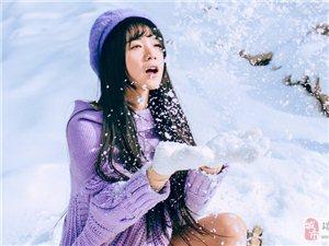 雪花下的美少女