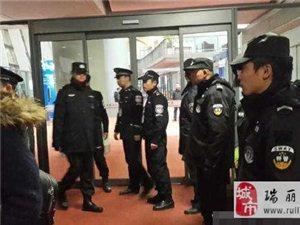 昆明机场两名乘客打开航班安全门被拘留15日