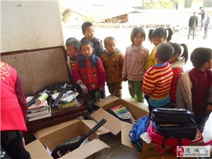 连城义工捐书活动在新泉镇西村小学举行