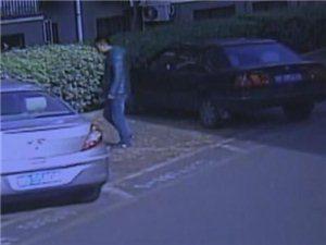 李沧变态男专偷女子内裤被监控拍下
