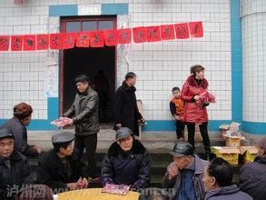 元宵佳节九潭村流书社狮队宴请全社老人聚餐