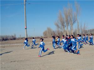 渊泉第三小学在2014年11月20日下午举行了学生冬季越野赛