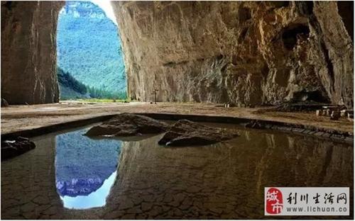 震撼的洞穴壮美的瀑布大美利川腾龙洞