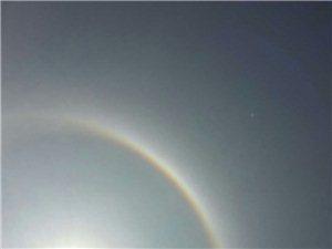 太阳上面有彩虹,你看到没?