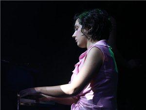 斯嘉丽萨德六合钢琴音乐会