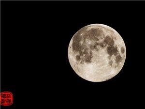 """昨晚,你��看阜��的""""�t月亮""""�]?"""