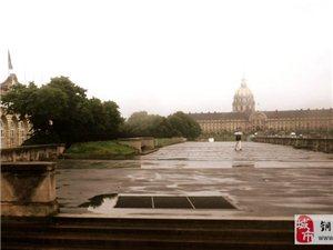 巴黎。雨中即景