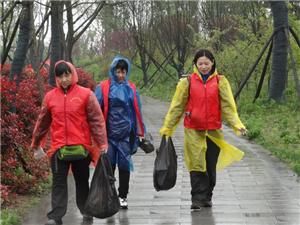 2015.4.5汨罗市爱心之家志愿者为倡导环保公益在行动