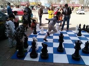 王冠棋艺开展户外棋艺活动
