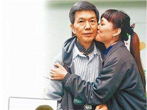 25岁女子倒追62岁村长 母亲欲给女儿2000万劝其分手