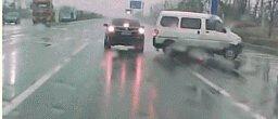 雨天行车5大注意事项,99%的人都不知道...