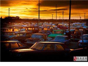 """德国摄影师拍摄""""汽车墓地"""":被遗弃的老古董"""