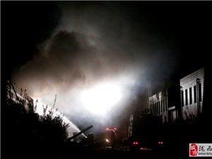 青岛毛毯厂锅炉爆炸 火光冲天黑烟弥漫