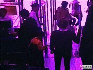 大张里有个7岁男孩偷顾客东西(图片)