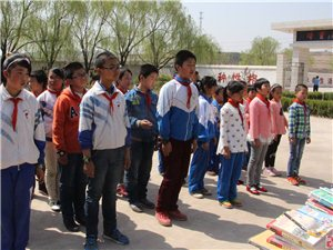 府谷县爱在人间志愿者协会走进海则庙学校
