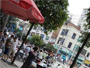 昨日下午,明镜市场上百辆电动车被交警哥哥拖走!