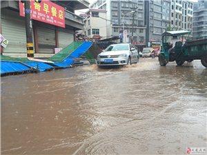 雨天车辆涉水行驶注意事项