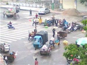 永春桃东菜市场门口占道经营,堵塞交通,谁来管一管
