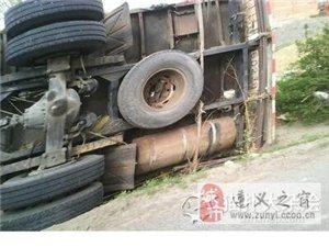 吉林省白城市遭��卷�L�u��;大卡�被掀翻