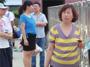 """蛮拼的""""陪考团"""":陵城老家包好水饺送考场"""