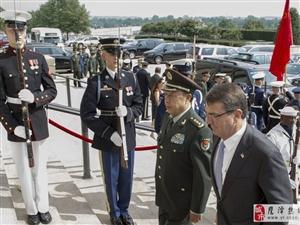 """中美军方关键时刻握手 官方寻求""""回到正轨"""""""