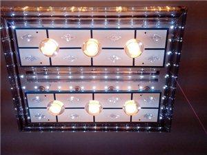 客廳精美水晶燈