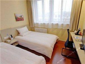 双 床 房