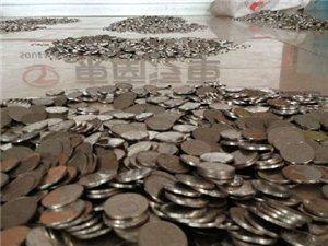"""在线劲爆贴:""""最牛购车人""""携5万枚一元硬币买汽车"""