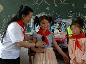 """广安义工给山里的孩?#29992;?#36807;""""儿童节"""""""