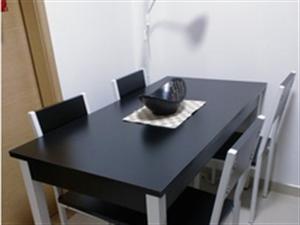 出售9成新简约钢木餐桌椅