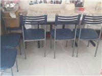两张桌子四把椅子升降椅四把9成新