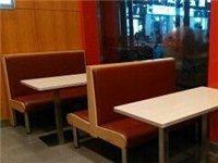 九成新快餐桌椅低價轉讓