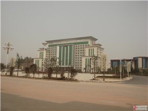 南城县温馨久久迎宾馆正对面店面出售