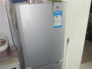 低价出售海尔冰箱+鱼缸子